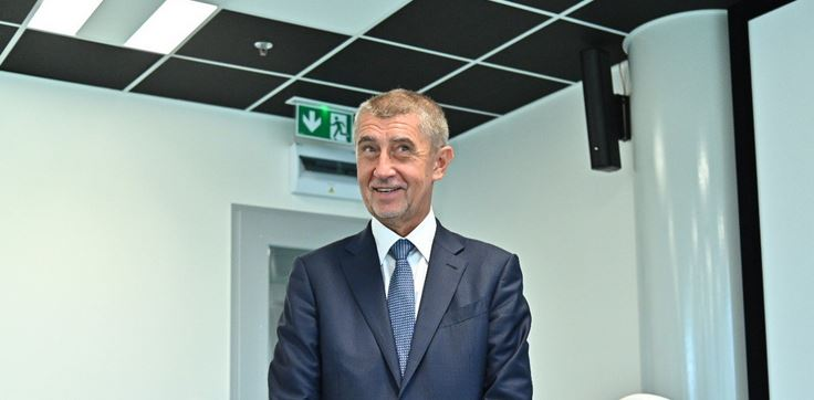 Embattled Czech Cabinet of Billionaire Prime Minister Babiš Survives No-Confidence Vote