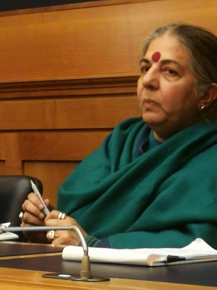 """Attacco a Vandana Shiva. European Consumers: """"Solidarietà, la scienziata svela le trappole della Royalty dei semi di Monsanto"""""""