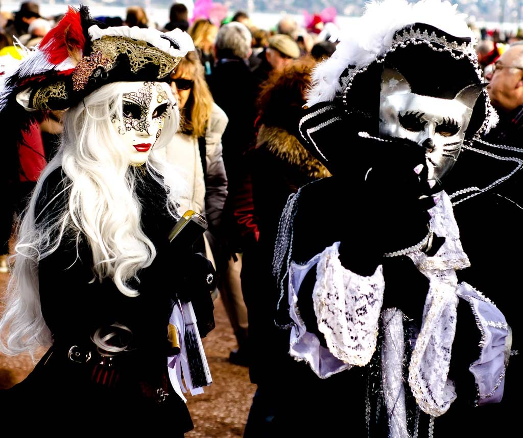 A blonde and a cat at the Venetian Carnival in Annecy