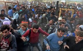 Migrantspouringin