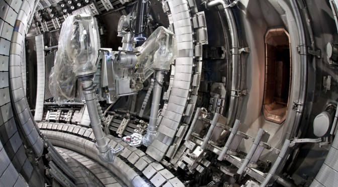 Remote handling in fusion reactors