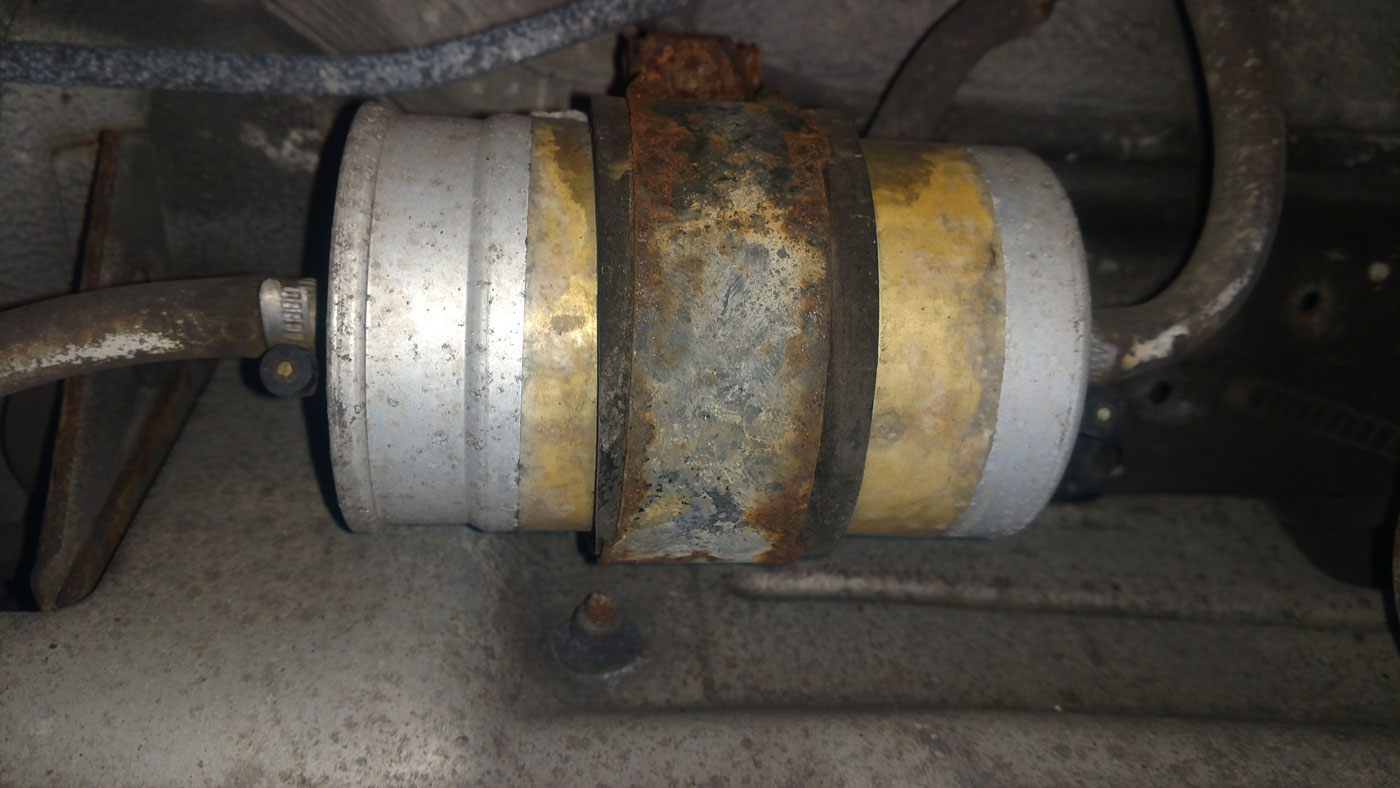 hight resolution of this fuel filter is probably close to original on this low mileage 25 year old e34