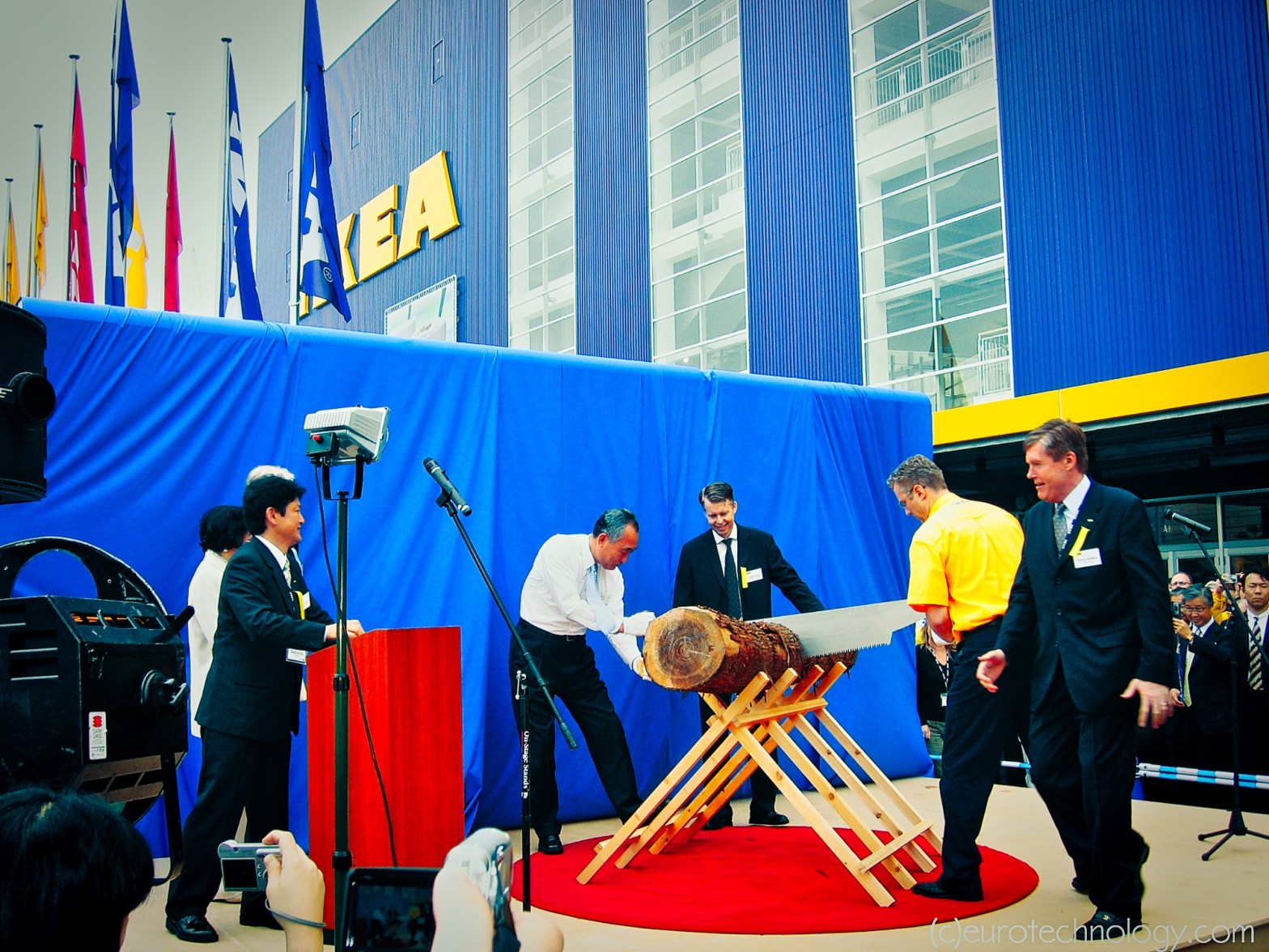 Ikea reenters Japan: IKEA's first try to enter Japan in 1974 failed for IKEA. Now second try in 2006.