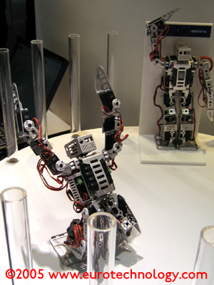 KDDI presents mobile phones as controllers for robots