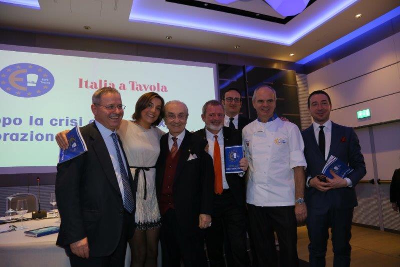 Da sinistra: Lino Stoppani, Lisa Casali, Gualtiero Marchesi, Alberto Lupini, Rocco Pozzulo, Enrico Derflingher, Gianluca Boccoli