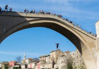 Mostar's bridge divers keep traditions alive