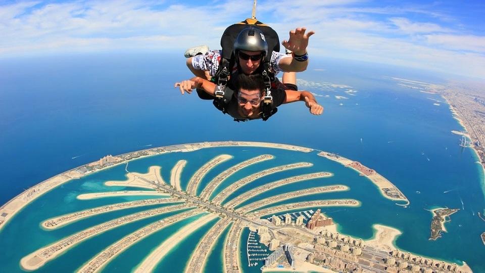 سكاي دايف دبي اماكن سياحية في دبي شهر العسل