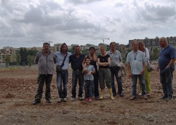 Catarci, Peciola, il rappresentante dell'Agrario e una delegazione di EutOrto il giorno della prima zolla.