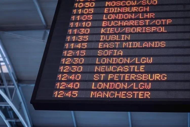 unsplash-arrivals-and-departures
