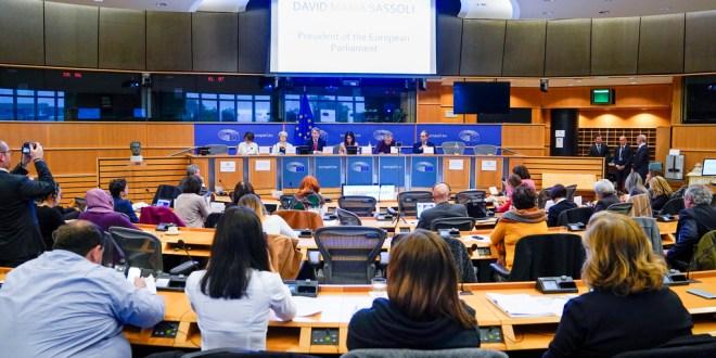 Parlament verurteilt Kriminalisierung der Sexualerziehung in Polen