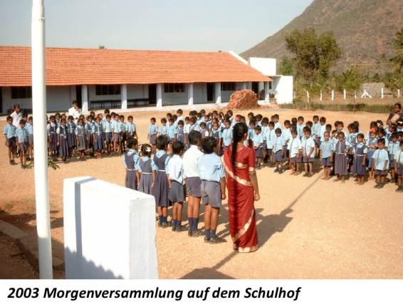 2003 Kinder auf dem Schulhof