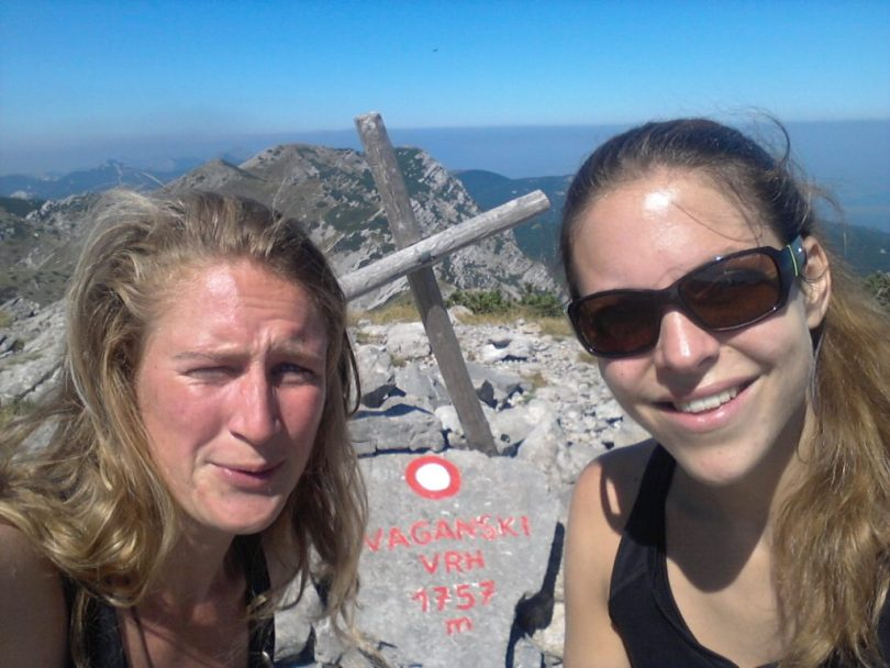 Girls-on-top-Vaganski-Vrh-Paklenica-np-velebit-hiking-trail-via-dinarica-croatia