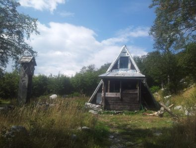 planinarsko-skloniste-struge-paklenica-via-dinarica-croatia