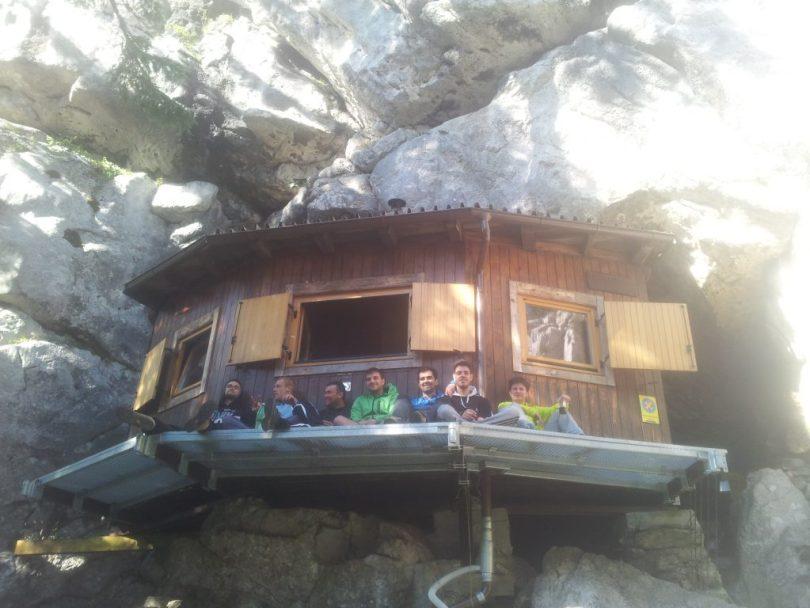 grot-hut-feest-skloniste-ratkovo-kroatie