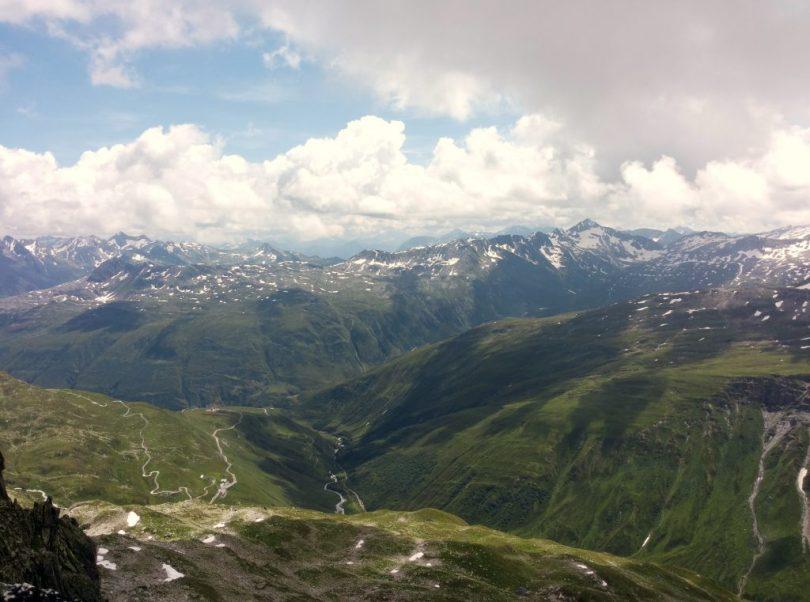Graatje klimmen op de Furkapas, Zwitserland