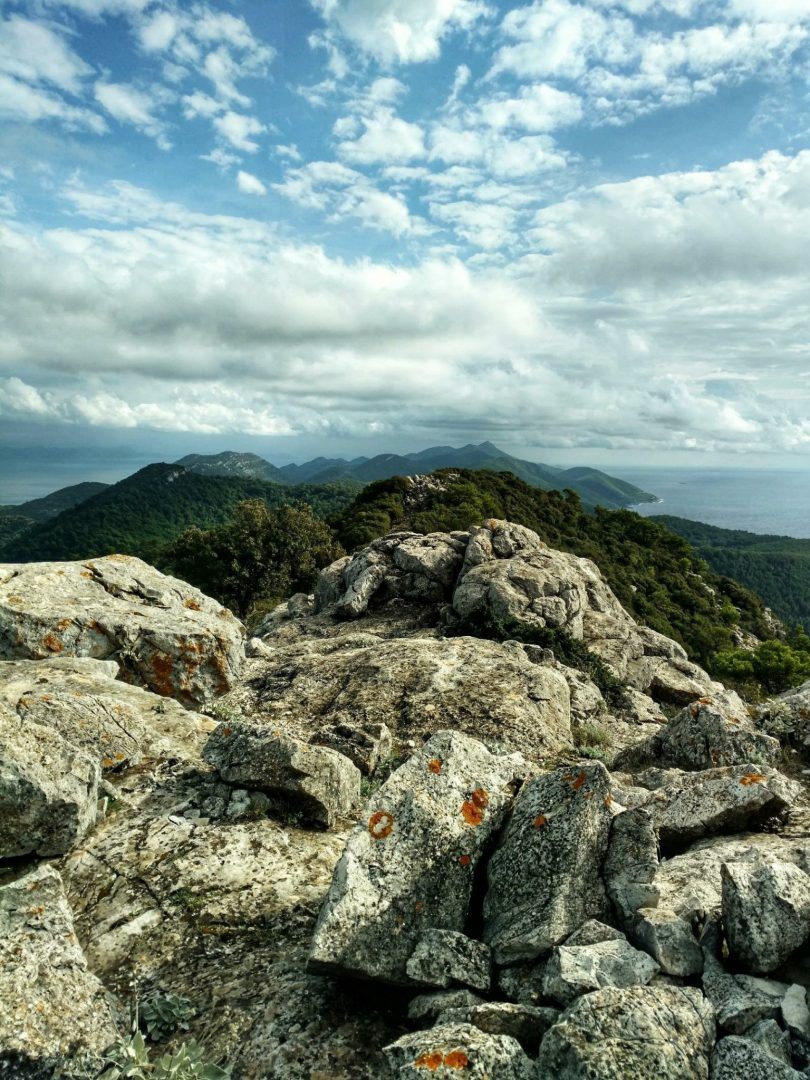 An off track ridge hike