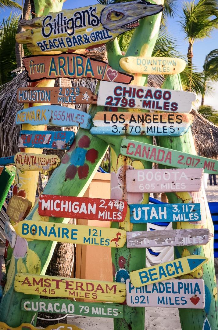 Aruba sign posts
