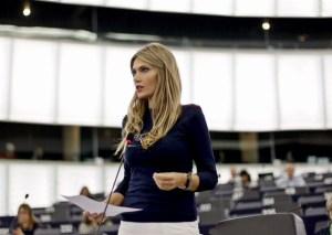 Ενώπιον Μοσκοβισί και Ντάιζελμπλουμ, εξαπολύει πυρά κατά Eurogroup, Σόιμπλε κ ΔΝΤ, η Ευρωβουλευτής Εύα Καϊλή