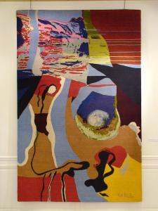 Flirt au musée dune autruche pop (tapisserie). Épreuve d'artiste, tissé mains en pure laine vierge d'Himalaya, par Chevalier Edition.