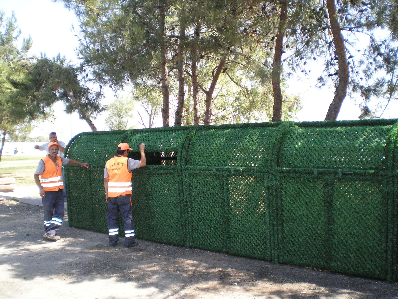 green garbage box
