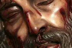 Este Cristo me desafía... Es difícil seguirme, pero más difícil vivir sin mí.  Reflexión