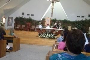 La parroquia de San Pío X celebra a la virgen del Carmen.