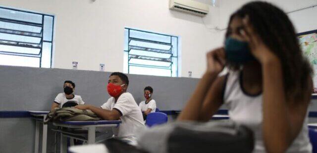 Escolas municipais devem ter aulas remotas ou híbridas em 2021