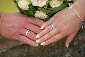 Der Ehering An welcher Hand wird er getragen