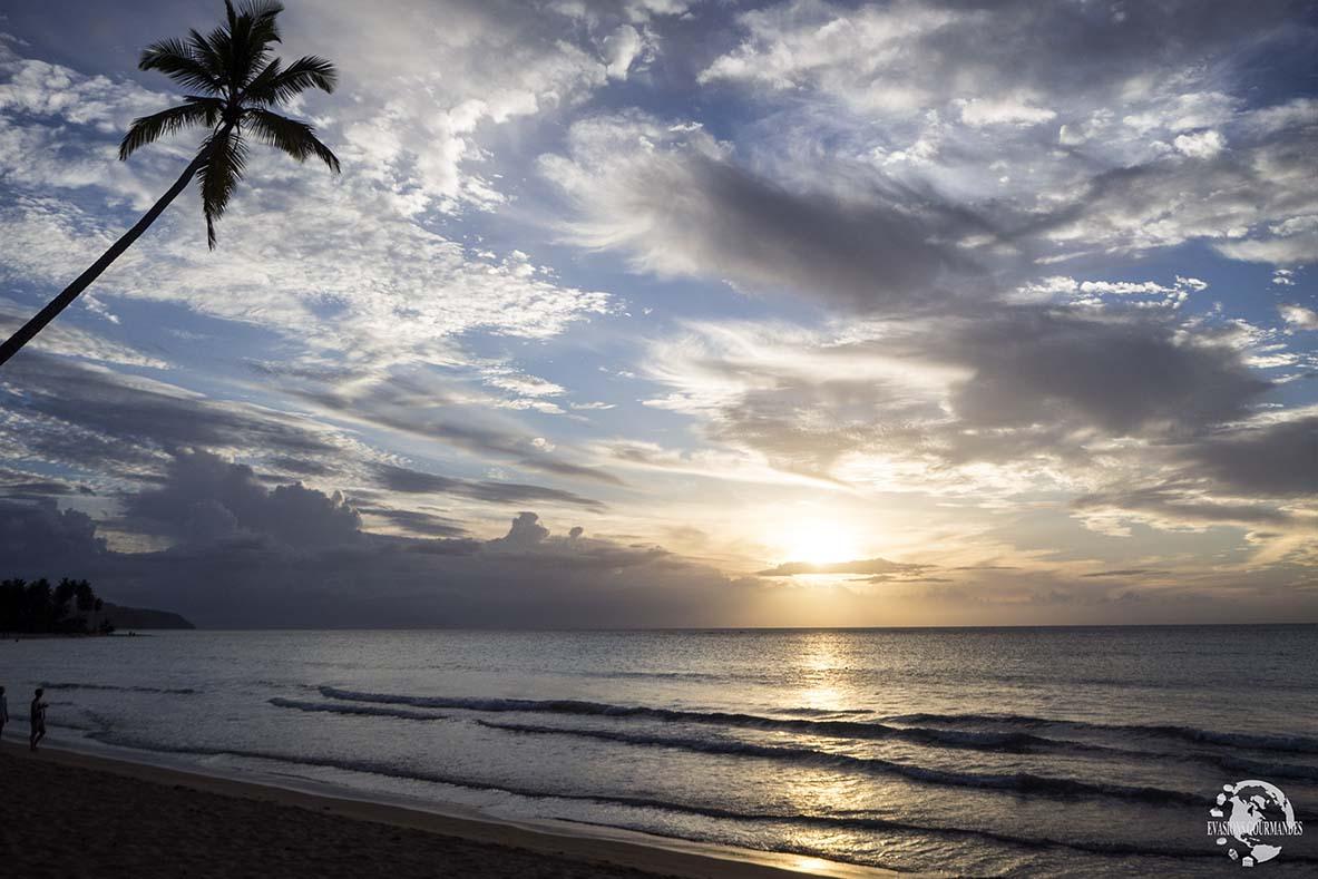 Coucher soleil sur la plage Coson