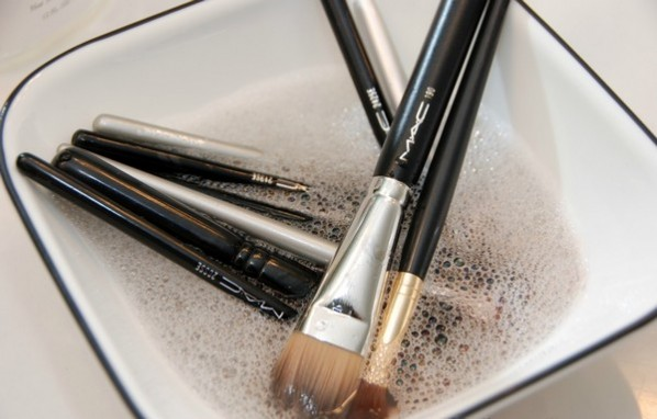 Beauty-resolutions-Clean-Your-Makeup-Brushes-Beauty-Tips-Evatese-Blog