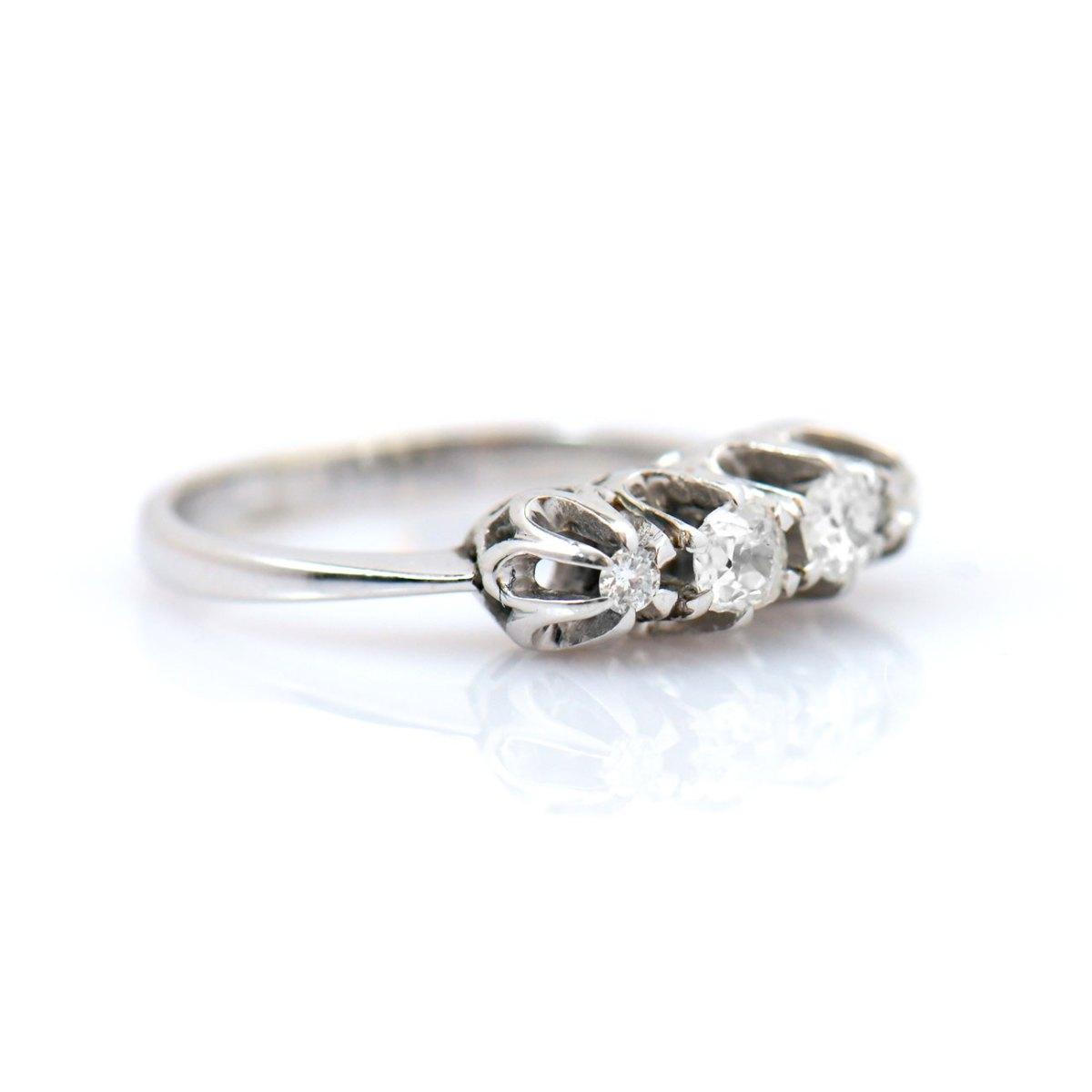 Bague diamants 0,60ct, 3 diamants taille ancienne serti griffes sur or blanc 750 ‰, taille 53 | Réf. BA-B18333 | EVENOR Joaillerie • Bijoux Vintage