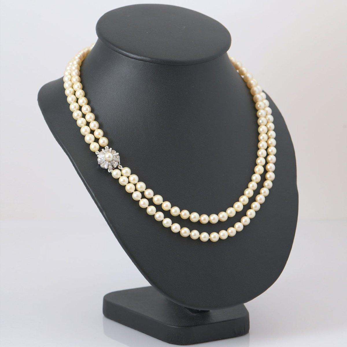 Collier de perles de culture 2 rangées, fermoir or blanc 750 serti de 16 diamants taille brillant, 0,40 ct     EVENOR Joaillerie