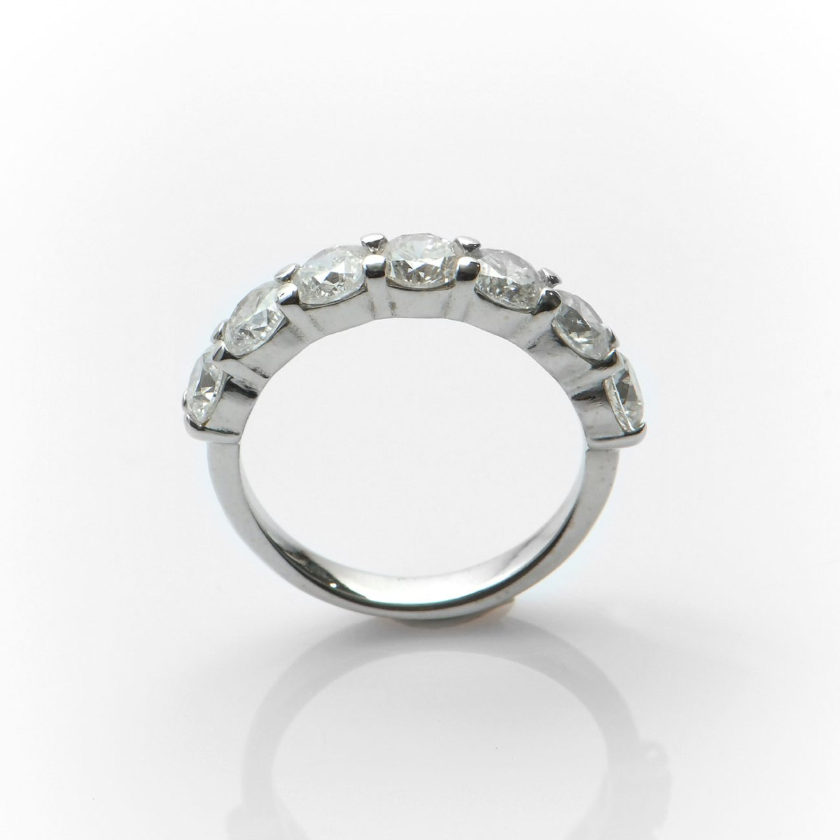 Alliance Sept diamants 2.00ct, or blanc 750‰, taille 51 modifiable, Réf. BA-B18068 | EVENOR Joaillerie • Bijoux neufs • Bijoux Vintage
