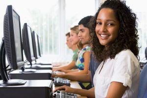 Les aides aux étudiants doivent leur permttre de privilégier le mode collaboratif et jouer sur l'expérimentation.