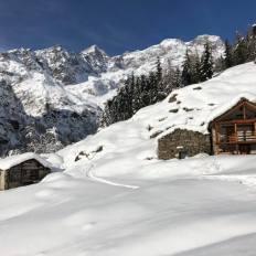 Ciaspolando ai piedi del Monte Rosa, verso Alpe Pile di Alagna. foto di Mirella Giovinazzo