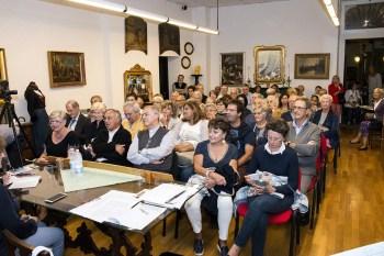 Pubblico alla mostra della Beata Panacea