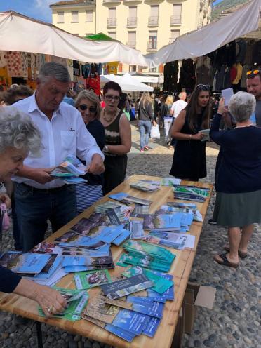 Sindaco e Amministratori di Varallo al mercato5