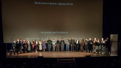 """Photo of Borgosesia: applausi a scena aperta per lo spettacolo """"Al di là delle Alpi"""""""
