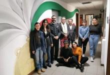 Photo of Borgosesia: studentesse IPSIA Magni dipingono le pareti della Caserma dei Carabinieri