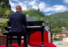 Photo of Varallo: Il Maestro Bianchi incanta la città con un concerto itinerante