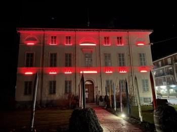 Comune Gattinara illuminato di rosso