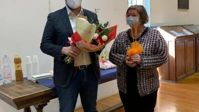 Photo of Borgosesia: dopo 42 anni di servizio va in pensione Gabriella Pescara