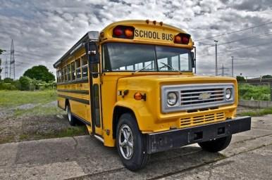 school-bus-schoolbus-gelb-us-bus-gelber-bus-koeln-event-messe-show-fotografie-location-mieten-kaufen-event-mobile