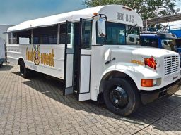 schoolbus-truck-showmobil-eventmobil-koeln-duesseldorf-bonn-ruhrgebiet-food-event-3