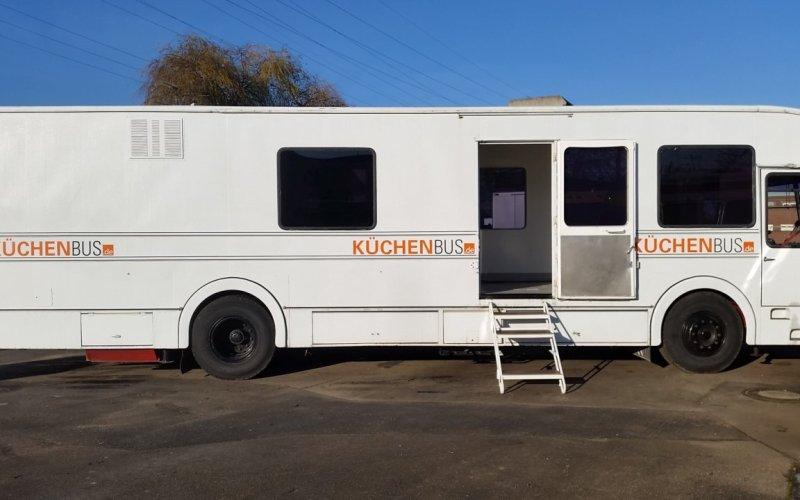 Küchenbus Mercedes OM 906
