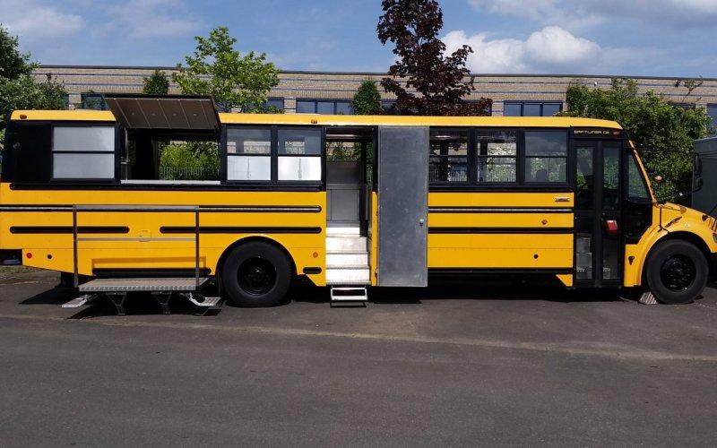 ZU VERMIETEN: Schoolbus - Diner - Vermietung