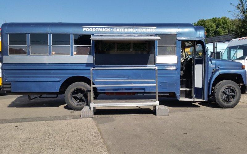 ZU VERMIETEN: Schoolbus blau Burger - Vermietung