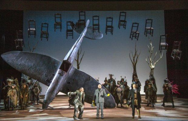 Inszenierung von Sven-Eric Bechtolf und Julian Crouch