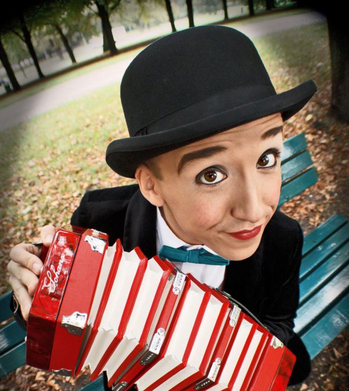 Monsieur Momo, Berlin,#VisitBerlin,Freizeit,Unterhaltung,Event,Die ganze Stadt in einer Show, Der Blaue Montag