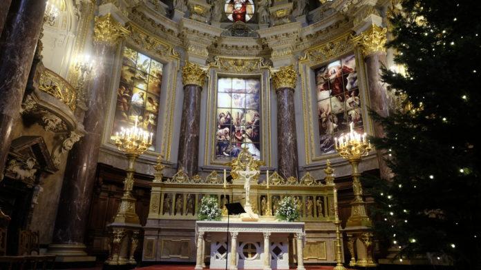 Berliner Dom ,Heiligabend,Weihnachtsfeiertage,Berlin,Brauchtum,Kirche,Feiertage